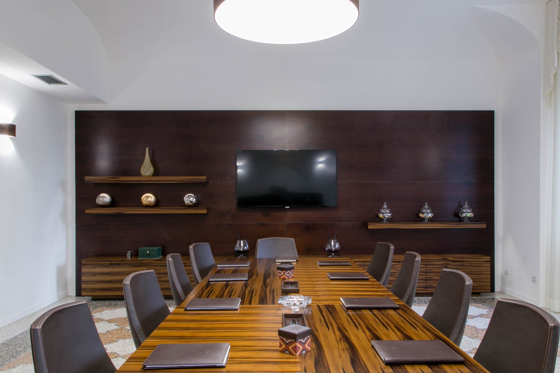 Rome private office - conference table 3
