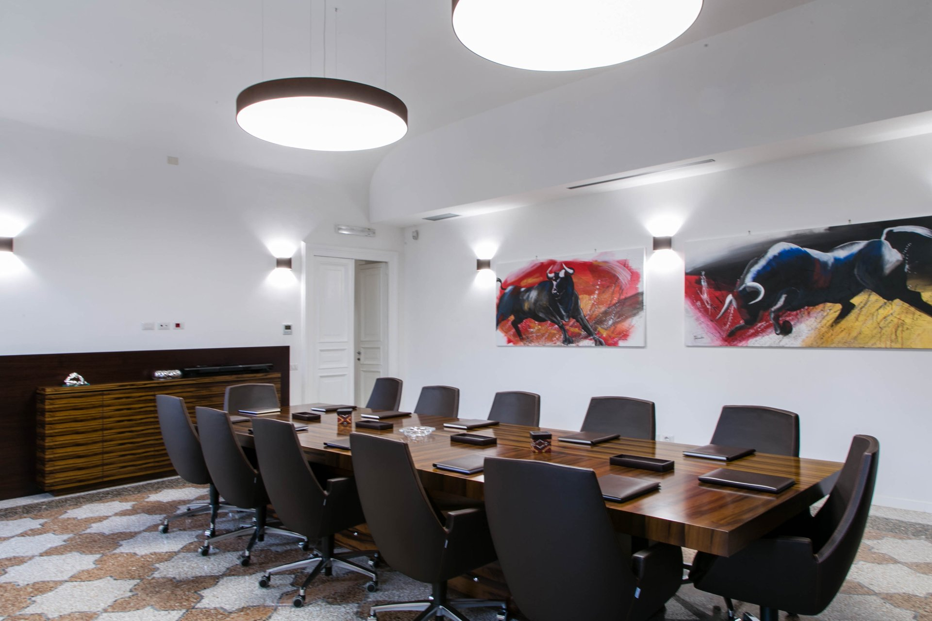 Rome private office - conference table 4